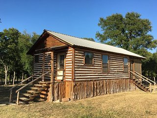 Newly built & nicely furnished getaway cabin within walking distance to River