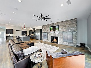 Modern Masterpiece! Brand-New 4BR Skier's Paradise w/ Deck & Views