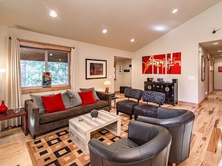 Modern 3br,3ba Cabin with Golf Course and 5 Star Amenity Access Nearby