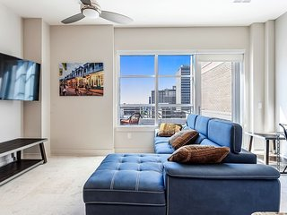 Luxury 2bd Penthouse w private Terrace near French Quarter