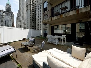Prime 3BR with outdoor space in FiDi near Wall Street + WTC Memorial + more!