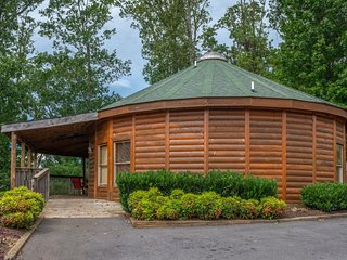 NEW LISTING! Unique mountain view cabin w/ private hot tub, deck & air hockey