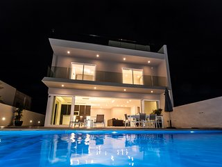 Stunning Maisonette wt Private Pool Great Location