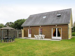 3 bedroom Villa in Saint-Laurent-sur-Mer, Normandy, France : ref 5675006