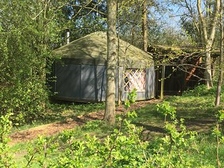 Yurt Yami - with a wood-burner and central heating
