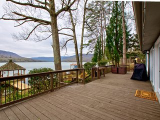 Relaxing lakefront retreat with dock, mountain views- Hot tub, pet friendly