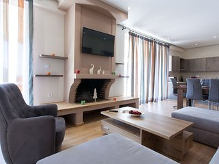 Artistic 3 bdr apartment with sea view in Glyfada