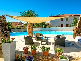 appartamento moderno con servizio piscina