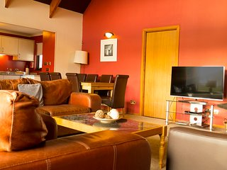 10 The Long, 4 Bedroom House, Sleeps 10, With Leisure Facilities & Pool