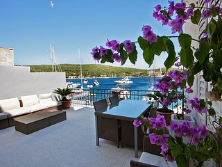 Villa Seafront - Three Bedroom Villa