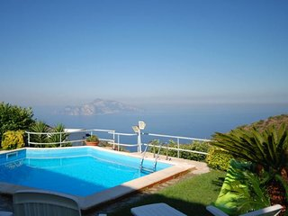 9 bedroom Villa with Pool, WiFi and Walk to Shops - 5218115