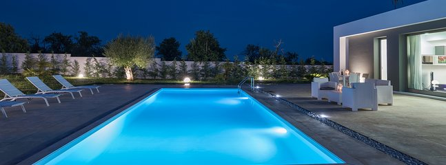 Chloe, Modern villa with pool 4 km from Noto and 1 km from the beach