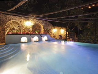 Tovere (San Pietro) Villa Sleeps 12 with Pool Air Con and WiFi - 5218271