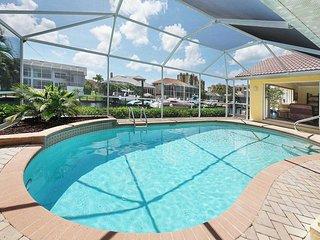 Villa Cape Escape - Gulf Access Pool Home w/Game Room
