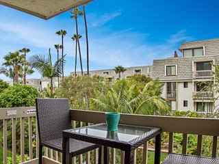 NEW LISTING! Practice putts at beach view condo w/ shared pool, sauna & hot tub!