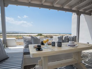 Naxos luxury beachfront villas Depis 5 people/2 bedrooms m vigla naxos