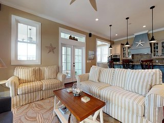 Beautiful house w/ gourmet kitchen & screened porch - close to beach!