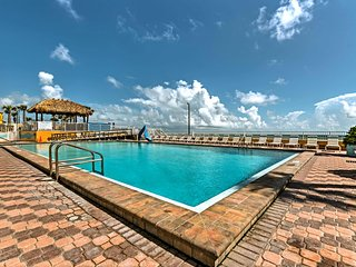 NEW! Daytona Studio w/ Pool - Steps to the Beach!