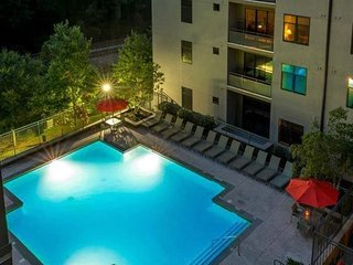 Cozy and Luxury Apartment in Heart of Buckhead.