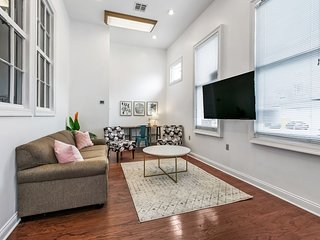 Spacious 4 bdr in Garden District by Hosteeva