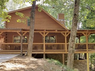 5 bedroom, 4 bath log cabin. Sleeps 18