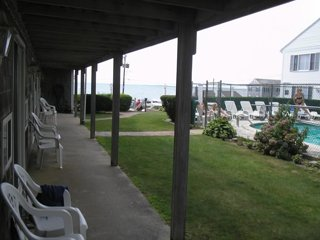 Skip to beach! Condo across from beach!