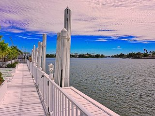 Historical Waterfront, Bay Views, Near Beach, Pool, Hot Tub, Dock, Fishing