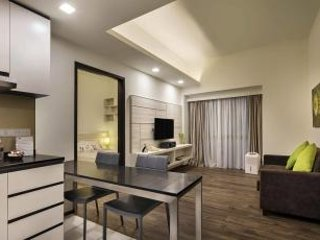 LUSH 1BR IN PRIME LOCATION, ORCHARD RD.
