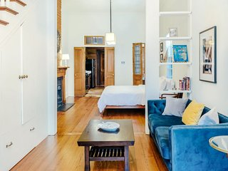 Charming 2BR next to Magazine by Hosteeva