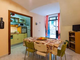 Deluxe apartment with terrace in the historic center, up to 10 beds