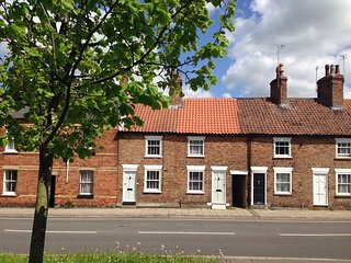 Pretty cottage in the centre of Louth, excellent location!