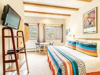 Sunny Boutique Studio Tucked in Ski Village w/ Ski Storage - Walk to Lifts