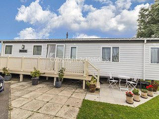 6 berth lodge with decking. At Manor Park in Hunstanton *Pets allowed. REF 23205