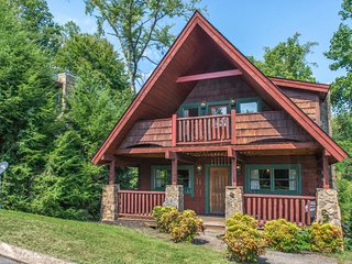 NEW LISTING! Dog-friendly cottage w/hot tub, deck, fireplace & pool table