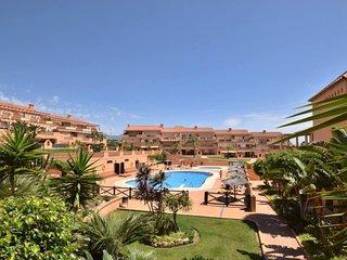 Stunning 2br apt, huge terrace, onsite bars, restaurants, entertainment, beach
