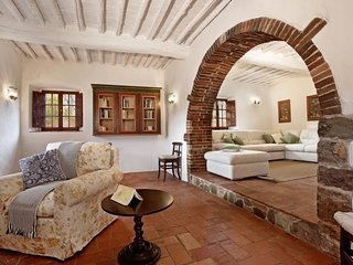Gaiole in Chianti Villa Sleeps 8 with Pool Air Con and WiFi - 5606784
