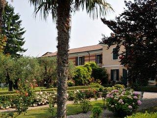 6 bedroom Villa in Pozzo dell'Amore, Veneto, Italy : ref 5218225