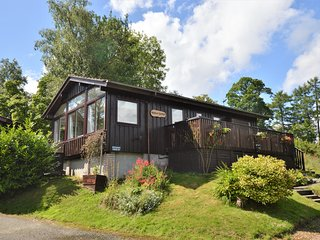 Amber Lodge with sun deck, stunning loch views, peaceful location