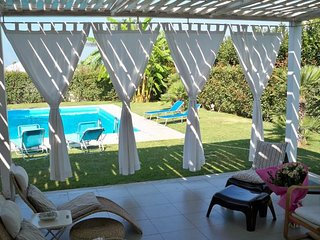 2 bedroom Villa with Air Con, WiFi and Walk to Beach & Shops - 5218181