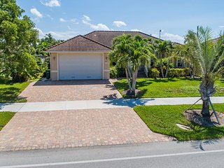 Nicely Appointed and Close to everything on the Island !  Great for Family Vacat