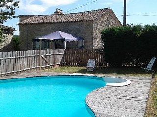 Agreable gite au calme des vignes de Gironde avec sa piscine privee