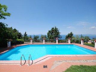 Sant'Agata sui Due Golfi Apartment Sleeps 8 with Pool and WiFi - 5218409