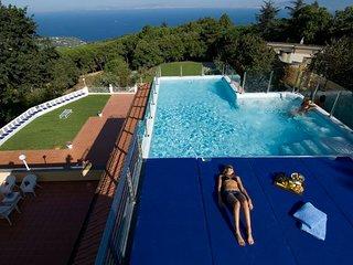 5 bedroom Villa in Sant'Agata sui Due Golfi, Campania, Italy : ref 5218205