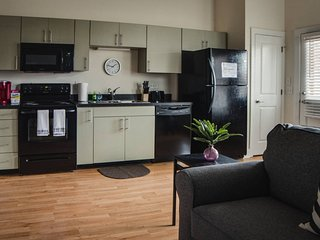 NODA 1BR APT - STEPS TO DINING & ENTERTAINMENT