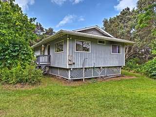 NEW! Naalehu Home w/Deck -Mins to Black Sand Beach