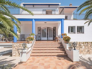 VILLA GALERA LIGHTHOUSE SEA FRONT WITH BBQ & PRIVATE POOL