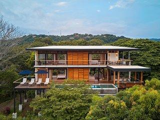 Casa Guanacaste, walk to beach & spectacular views