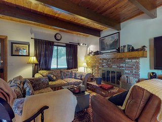 New Listing! Secluded cottage w/ forest views from balcony -near skiing and lake