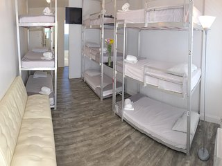 BUNK BED SUITE: JACUZZI HOT TUB - BBQ.  WALK TO EVERYTHING!