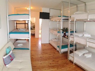 BUNK BED SUITE: HOT TUB SPA - BBQ.  WALK TO EVERYTHING!